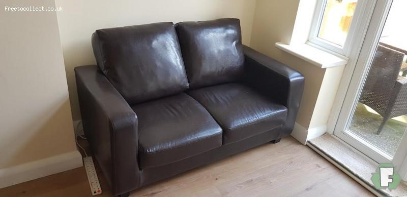 2 seater leather sofa to give away  at www.freetocollect.co.uk