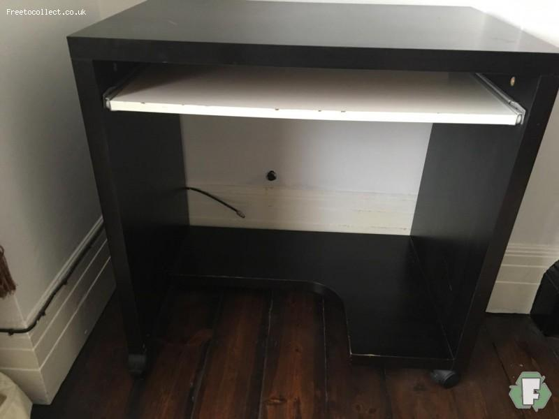 Ikea computer desk  at www.freetocollect.co.uk